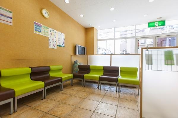 武蔵新城の歯医者・歯科ふぁみりあ歯科の待合室(カウンセリング)